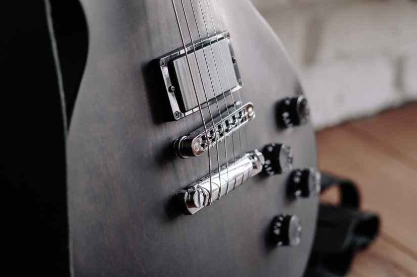 close up photo of black electric guitar